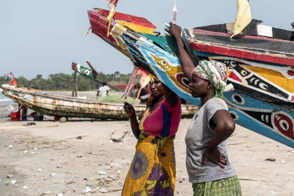 Gambia fish traders (Xaume Olleros:Guardian)